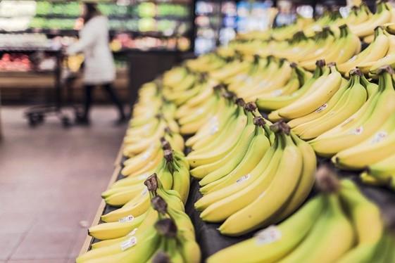 O hábito de consumir frutas saudáveis deve fazer parte da rotina